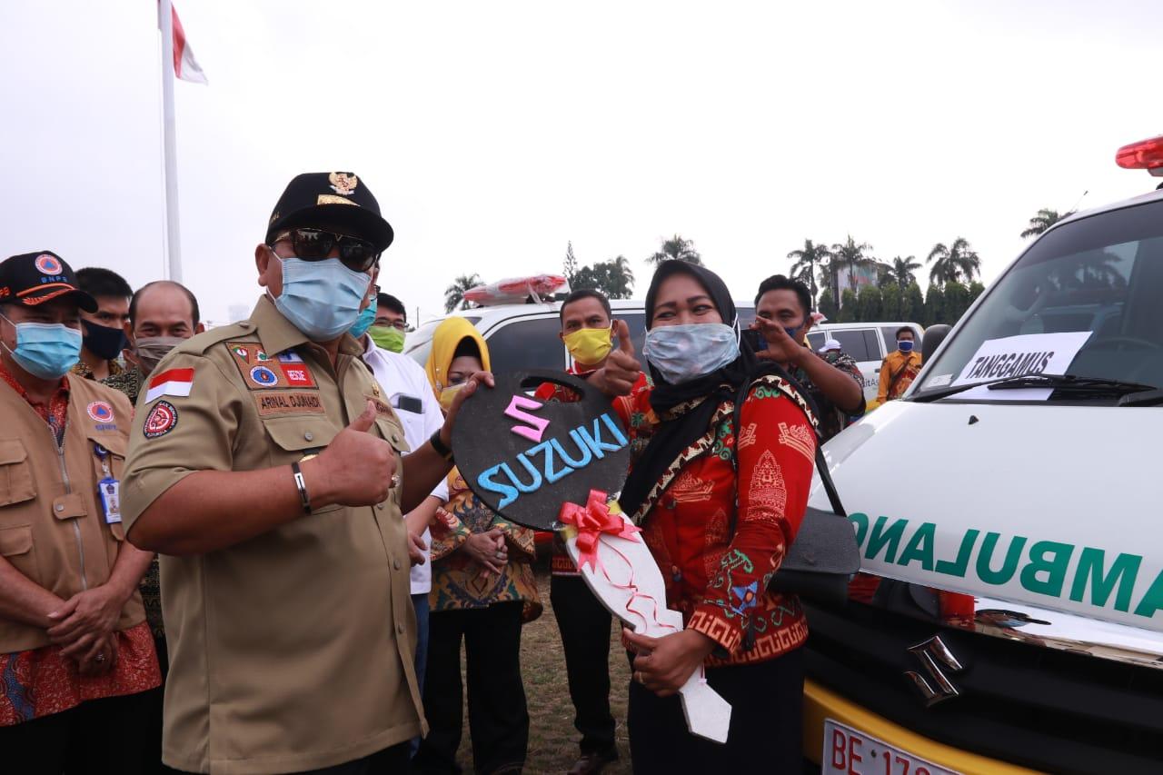 Gubernur Lampung Serahkan Hibah 30 Unit Ambulans dan APD ke Desa Terpencil