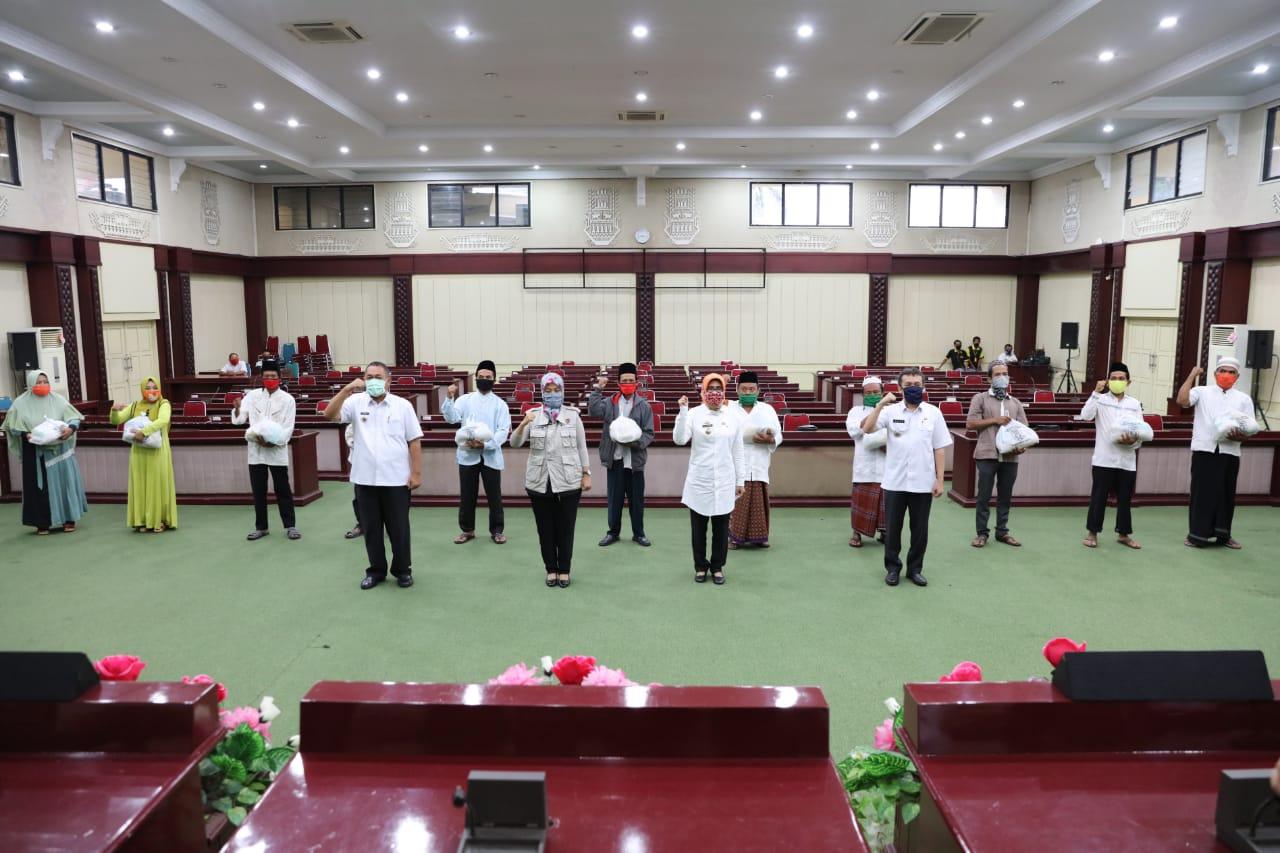 Pemprov Lampung Distribusikan Ribuan Paket Sembako untuk Masyarakat Terdampak Covid-19 di Tiga Kabupaten