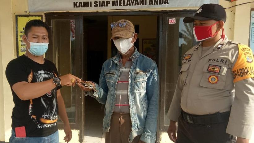 Masyarakat Andalas Cermin Serahkan Senpi Rakitan ke Mapolsek Rawa Pitu
