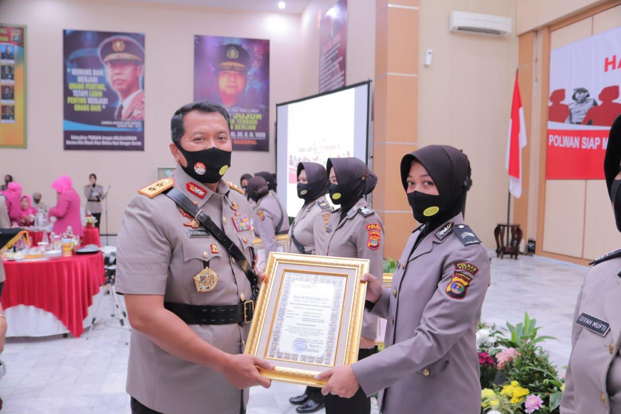 Satu Polwan Polres Tuba Terima Reward dari Polda Lampung