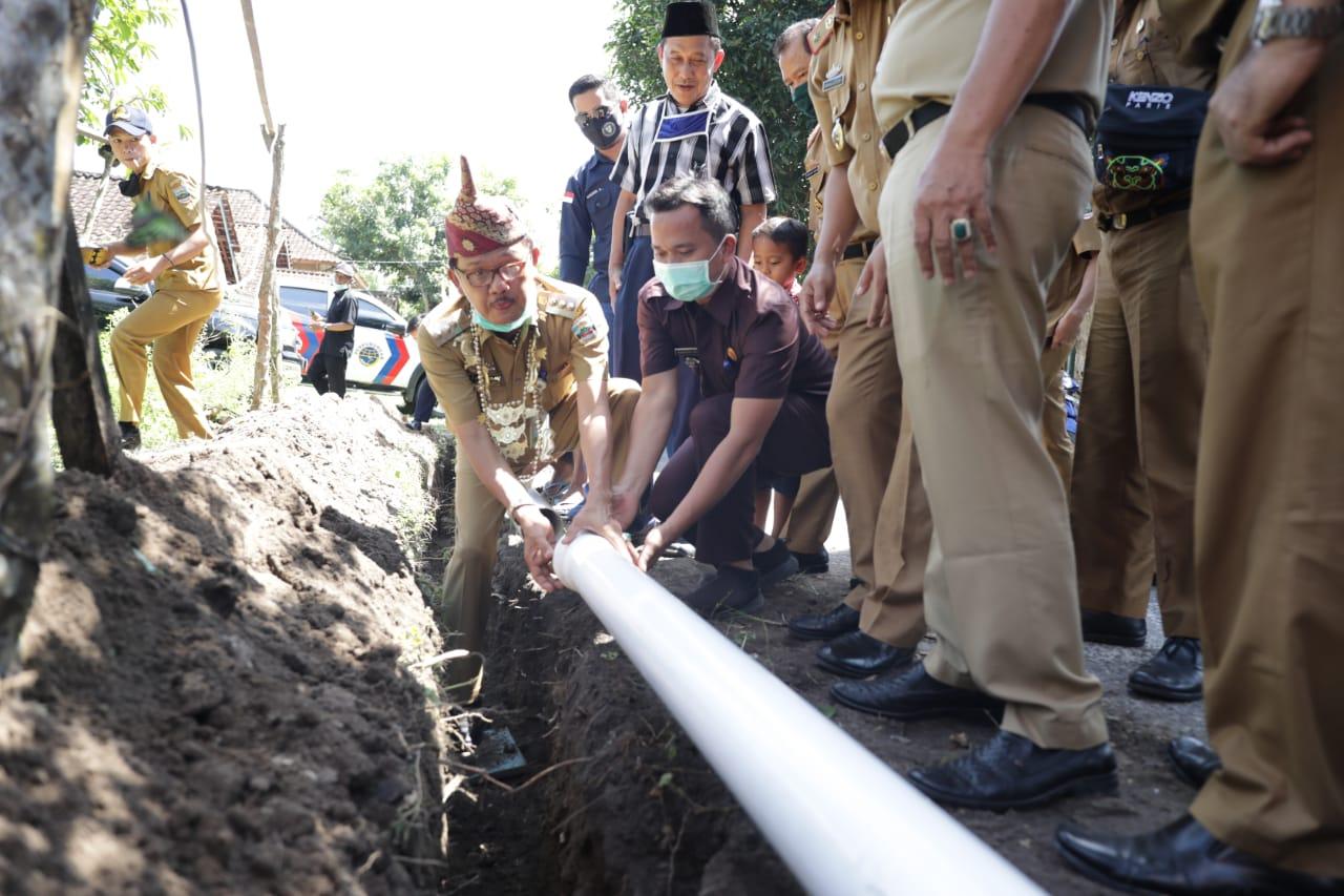 Bupati Pesibar Resmikan Pembangunan SPAM di Pekon Way Batang