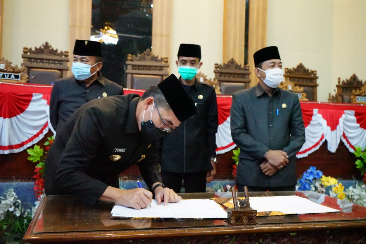 DPRD Setujui Tiga Raperda, Bupati Lamtim Berikan Apresiasi