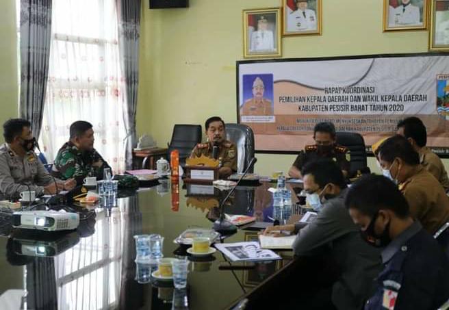 Chrisna Putra Pimpin Rakor Tim Desk Pemilu Pemkab Pesibar