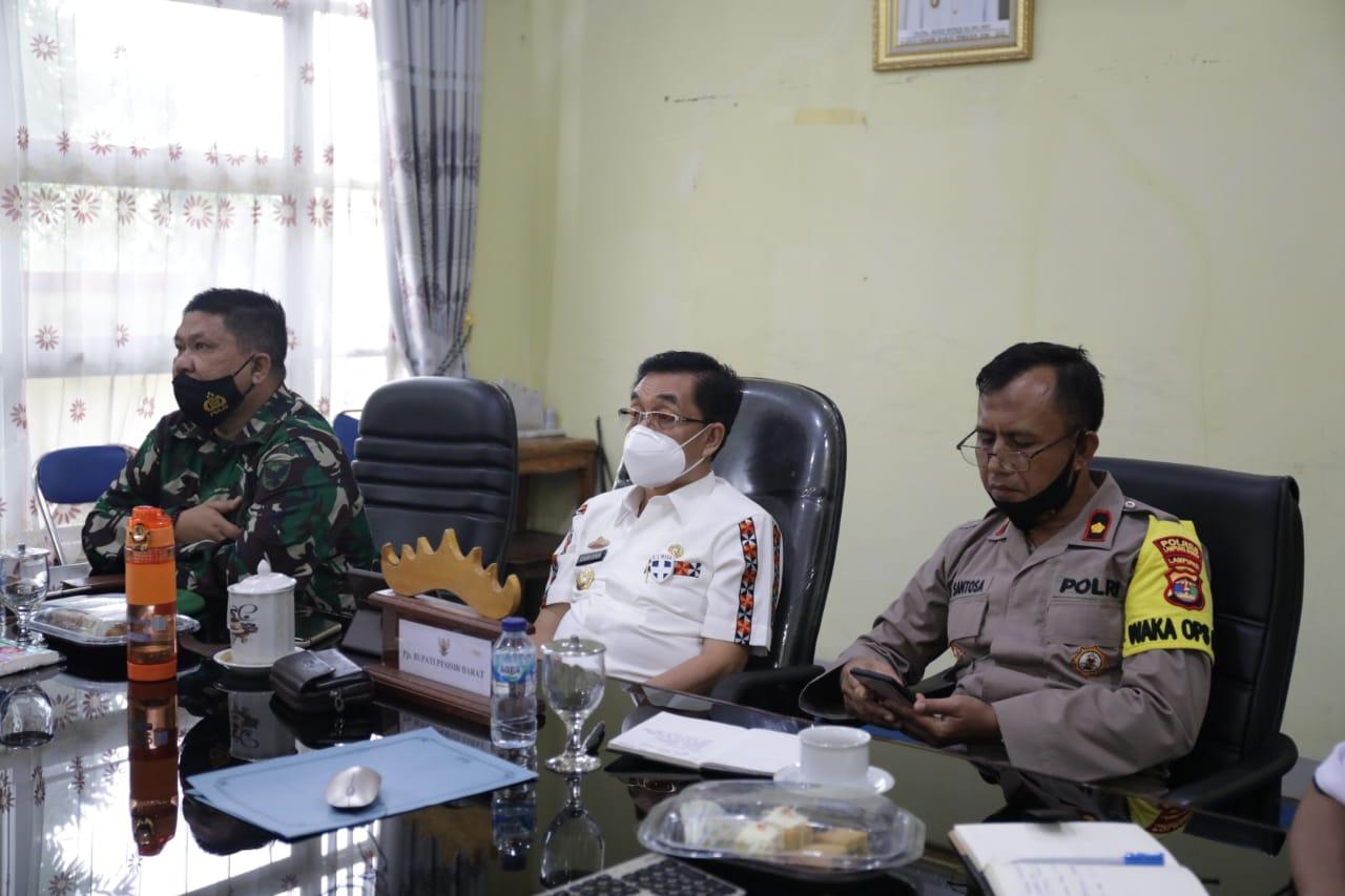 Pjs Bupati Pesisir Barat Pimpin Vicon UU Cipta Kerja Omnibus Law dengan Mendagri