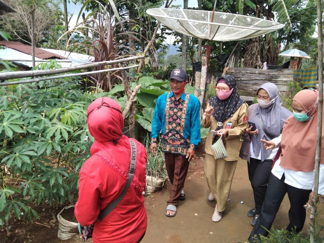 Setop BAB Sembarangan, Tim Dinas Kesehatan Lampung Barat dan UPT Puskesmas Verifikasi ODF di Pekon