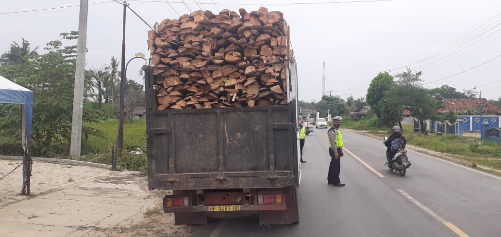 Satlantas Polres Tuba Tindak Kendaraan 'ODOL' di Jalintim Banjaragung