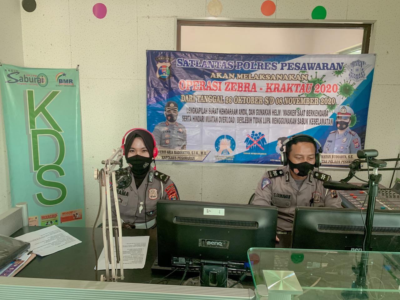 Polres Pesawaran Sosialisasi Operasi Zebra Krakatau Melalui Siaran Radio