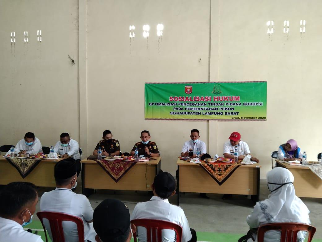 Kejari Liwa Lampung Barat Beri Pemahaman Hukum 131 Peratin dan Perangkat Pekon